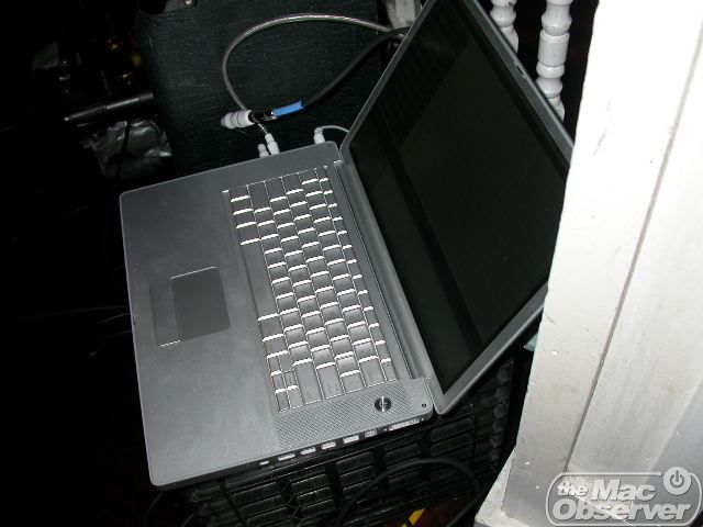 Bob played his guitar through this PowerBook for the whole gig.