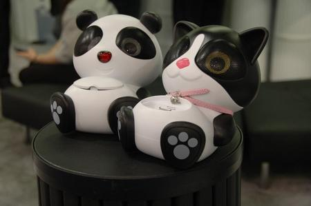 Adorable iPhone/iPod touch speaker docks!