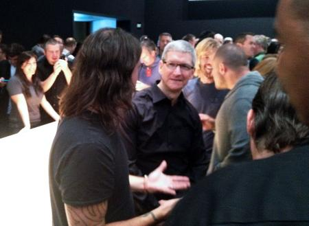 Tim Cook, Dave Grohl & Taylor Hawkins from The Foo Fighters, & Jon Ive