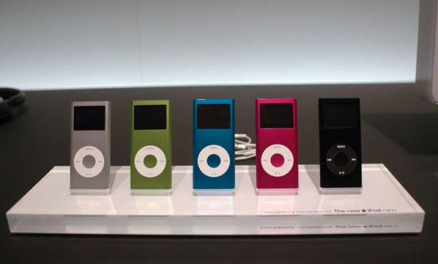 Apple's new iPod mini...err...iPod nano line.