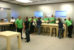 Photo of busy Genius Bar
