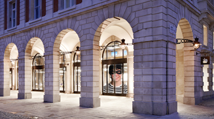 Burglars steal iPads from Covent Garden Apple Store