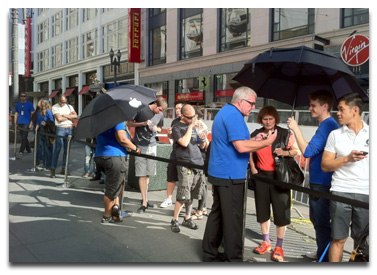 Customers line up for the iPhone 4S in San Francisco