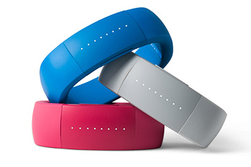 larklife tracks your activity & fitness, then syncs with your iPhone or iPod touch