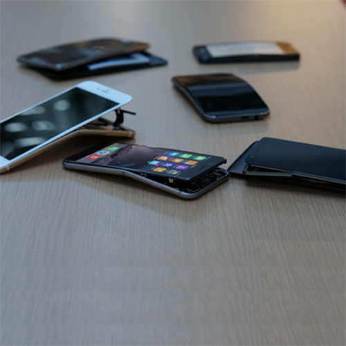 Consumer Reports bent several smartphones to find the iPhone 6 Plus holds up fine