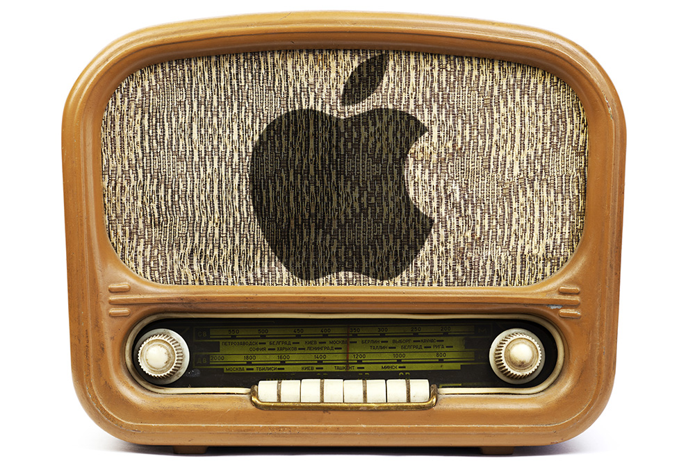 Apple working to bring on more big name DJs for streaming music service