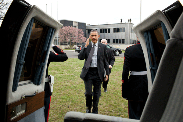 President Obama with his Helicopter and iPad 2