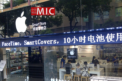 """Smart Store"" Apple Store knockoff in Kunming"