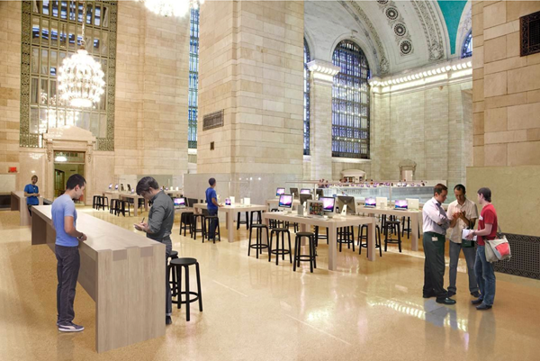 Another view inside the Grand Central Terminal Apple Store