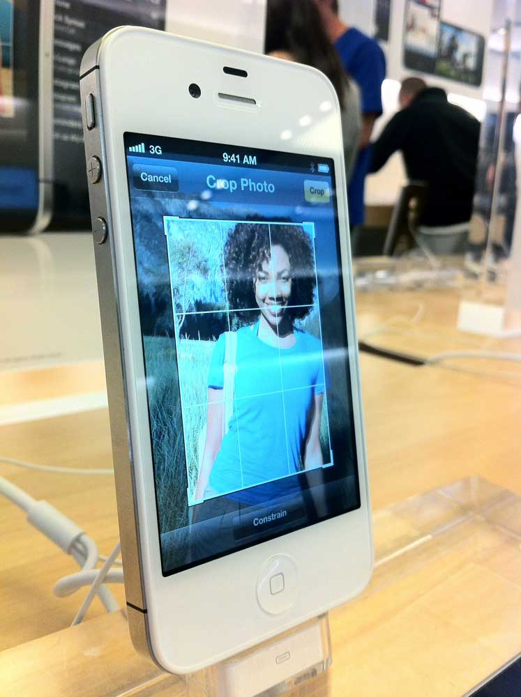Hands On Photos Of The IPhone 4S Siri Mac Observer
