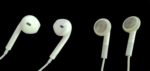 Apple's New EarPods on Left, Old Earphones on Right