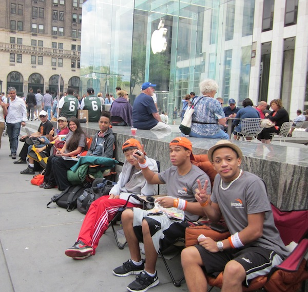 iPhone 5 Lines in New York City