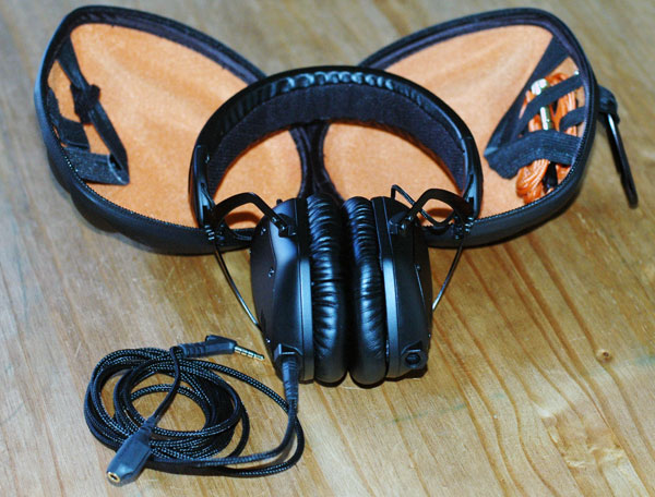 M-Voda Crossfade M100 Headphones (with Case)