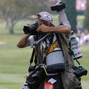 Photographer when a great deal of photographic equipment hanging from his neck