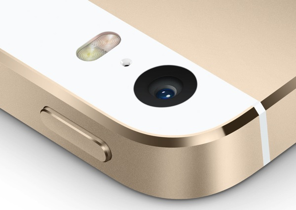 Details showing the iPhone 5s camera lens and True Tone flash.