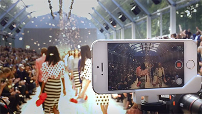 Apple turns Burberry fashion show into new iPhone 5S ad