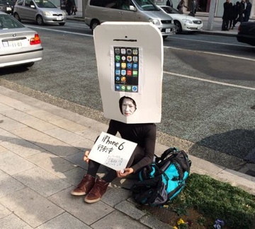 The first iPhone 6 line forms in Japan, complete with cosplay