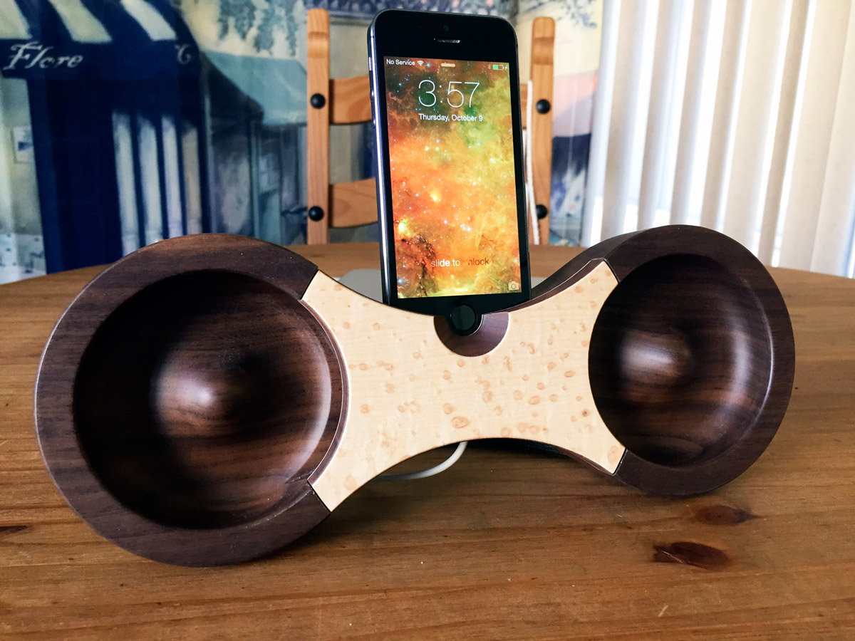 wooden iphone speaker eight wooden acoustic amplifier for iphone looks amazing 13325