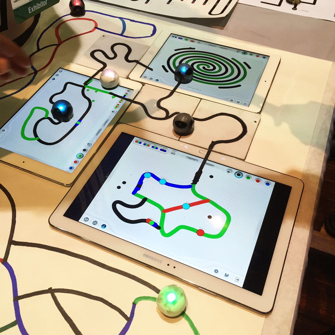 CES 2015 - Ozobot Bit Is a 1-Inch Programmable Robot that Can Sense Colored Lines