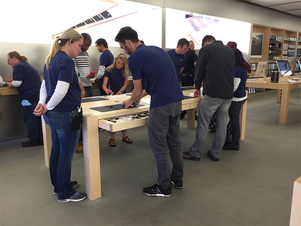 Apple's new Apple Watch try-on stations