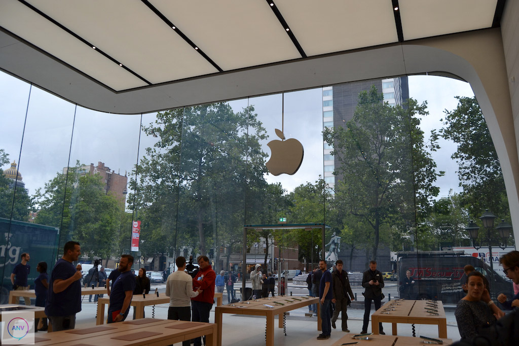 A Tour of the Apple Store Designed by Jonny Ive and Angela Ahrendts