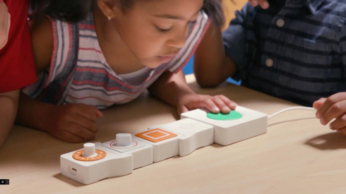 Kids playing with Google Bloks