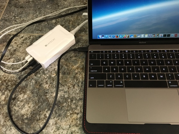 Satechi 60W charger & MacBook