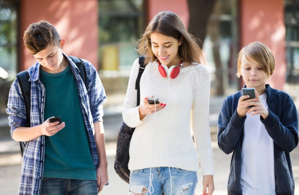 media influence on teens A recent study found that, when using social media, a teens' brain responds to 'likes' in a similar way to when they see loved ones, or win money.