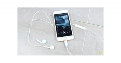 Apple Lightning earbuds
