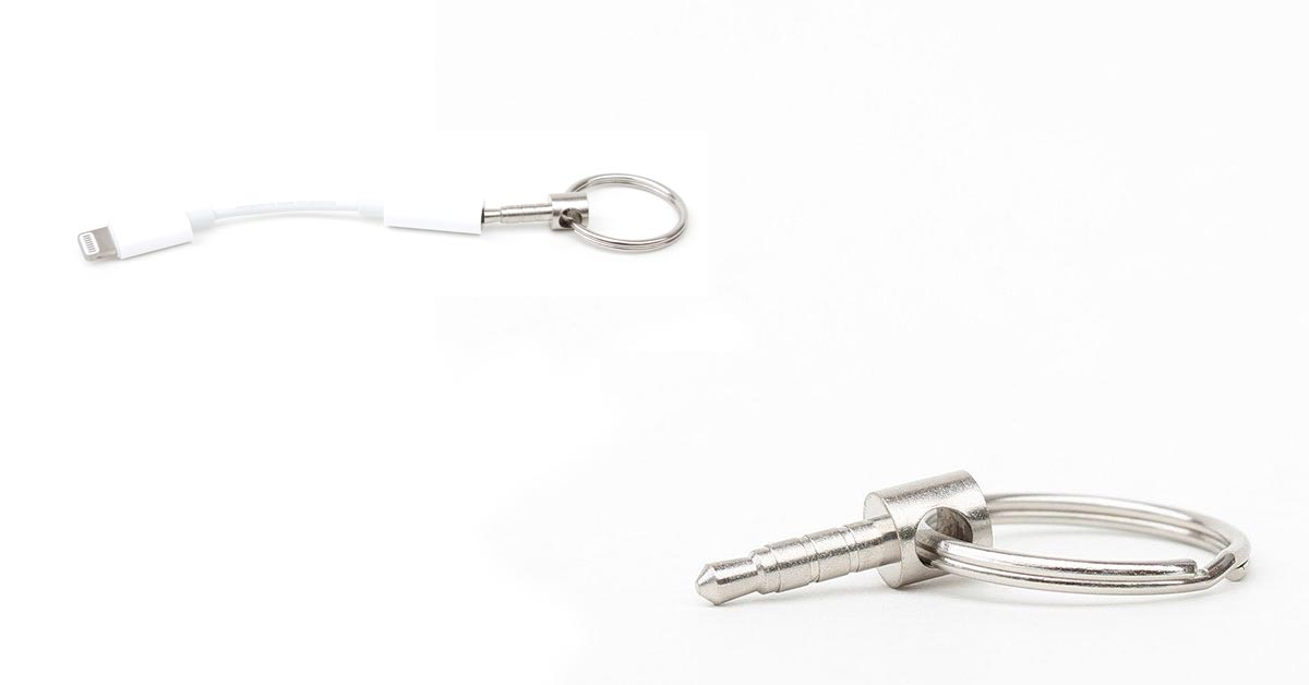 Uncourage: a Keyring with a Dummy 14-inch Jack to Hold Your Lightning Adapter
