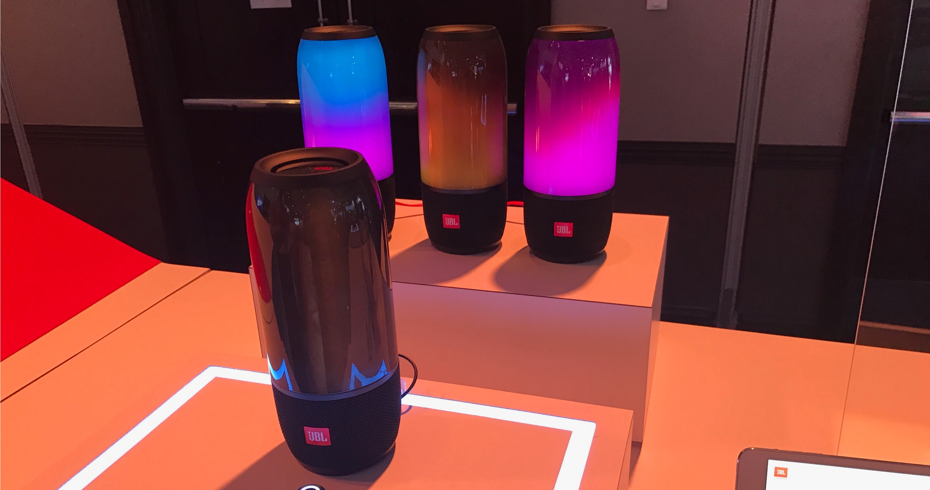 Jbl pulse 3 lava lamp effects and full portable sound for Housse jbl pulse 3