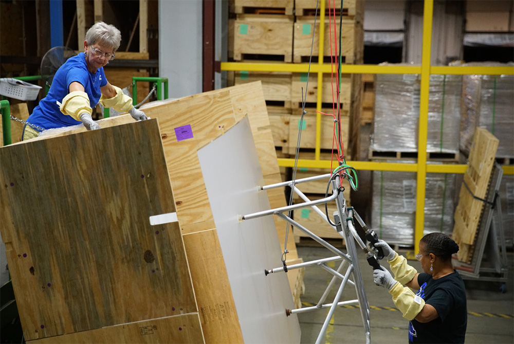 Corning's Harrodsburg glass manufacturing facility to benefit from Apple Advanced Manufacturing Fund investment