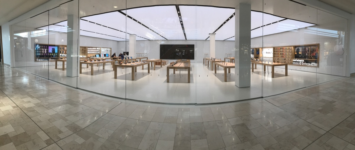 Panorama of Park Meadows Mall Apple Store