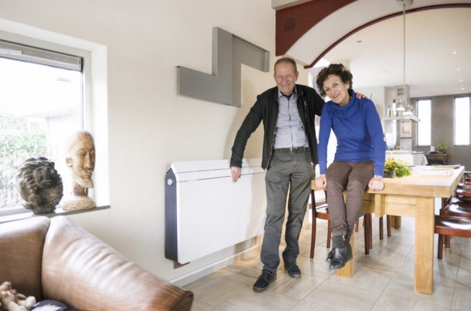 Photo of elderly couple with a Nerdalize server in their home to save money on their energy bill.