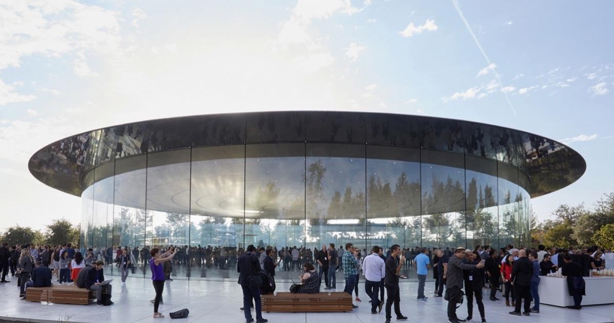 Apple làm cửa kính trụ sở quá trong suốt, nhân viên bị đụng đầu liên tục