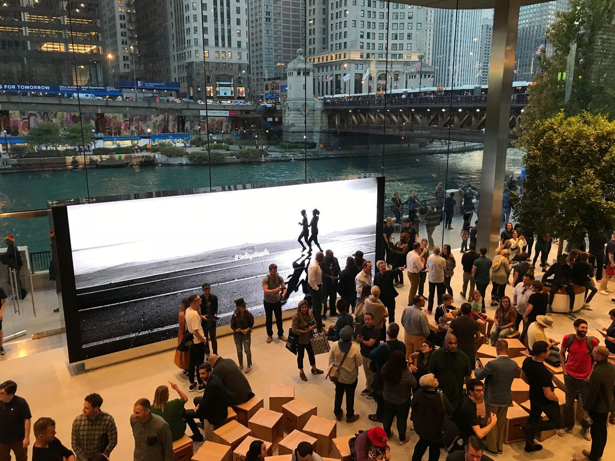 Inside Apple Michigan Ave overlooking the Chicago River in Pioneer Court (Photo: David Chartier)