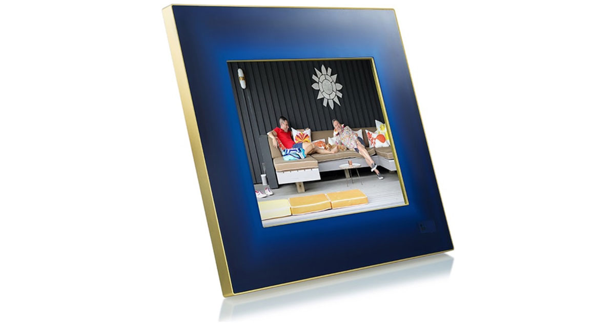 Aura Digital Picture Frame Does Some Smart Stuff