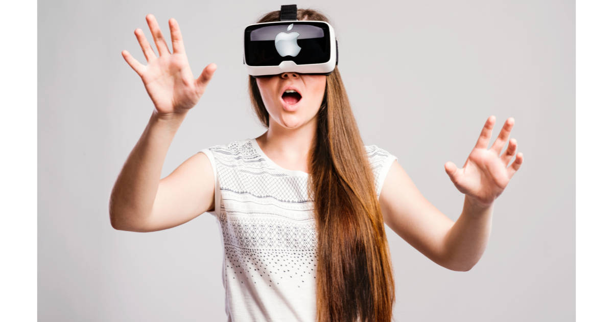 A science YouTuber is working for Apple. Image of a girl wearing a VR headset.