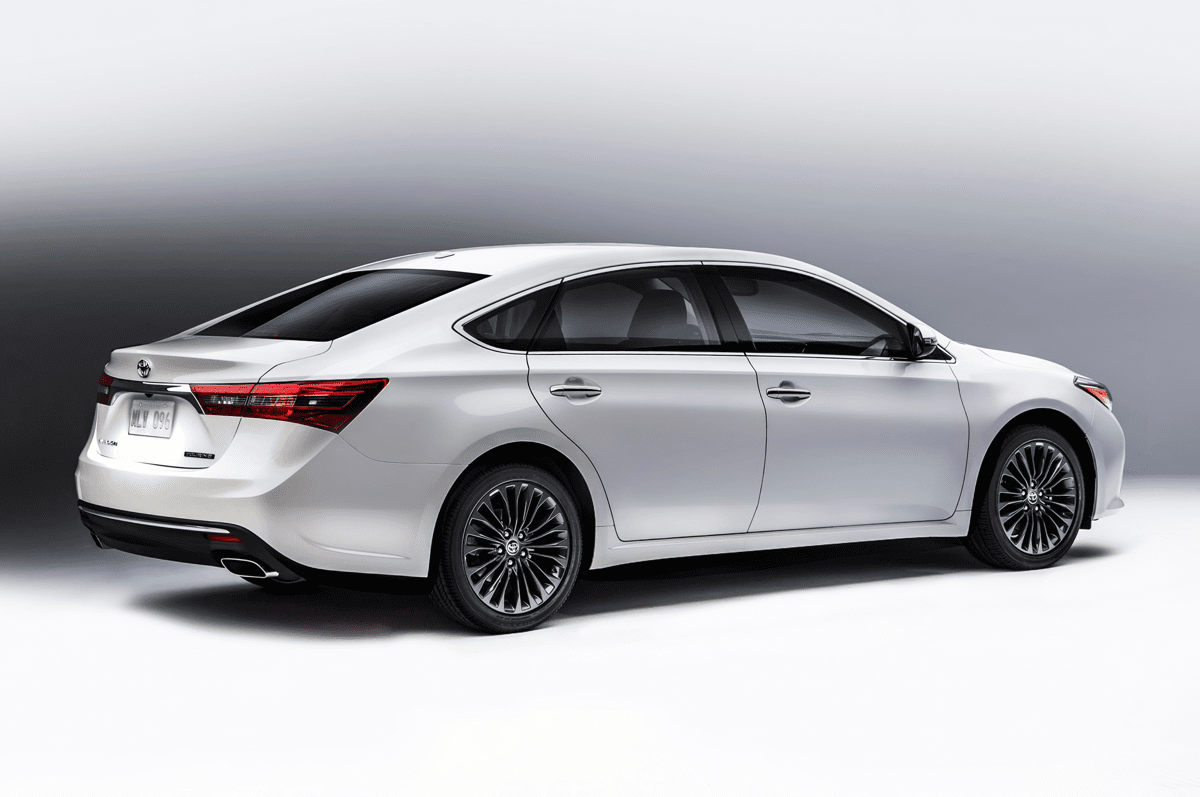 Image of 2016 Toyota Avalon. Toyota CarPlay vehicles are arriving this spring.
