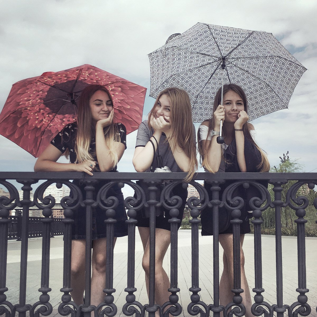 Girls in the summertime in Krasnodar by Dmitry Markov.