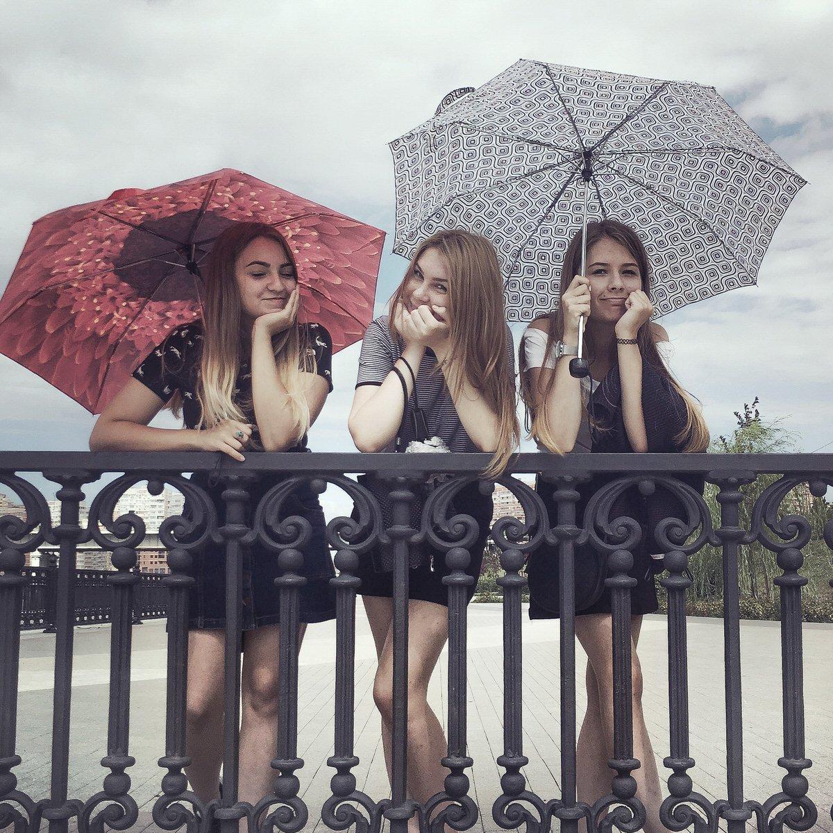 Girls in the summertime in Krasnodar by Dmitry Markov.