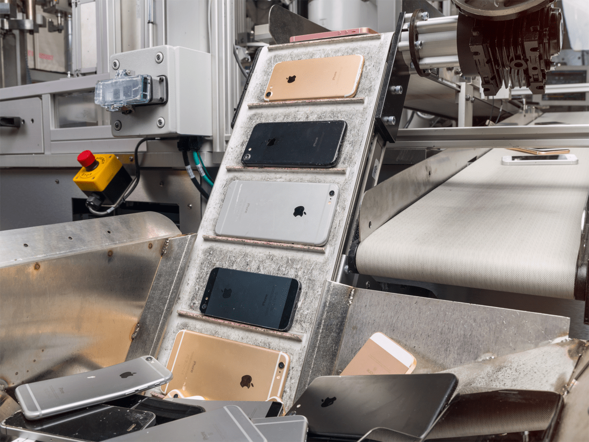 Image of Daisy, a new recycling robot for Apple. Apple is also making Earth day donations.