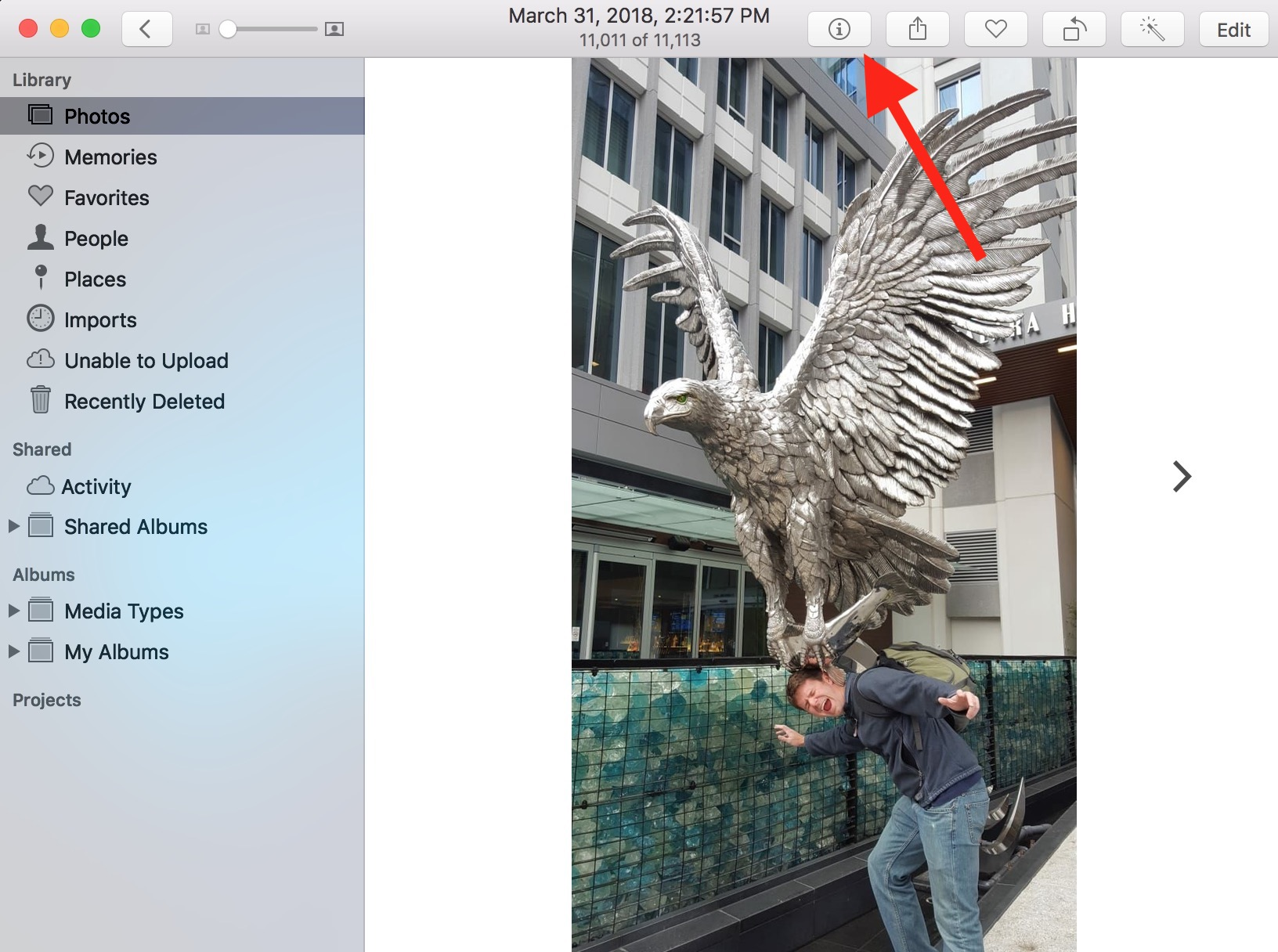"""""""Get Info"""" Icon in Photos on the Mac shows photo details including Faces information"""