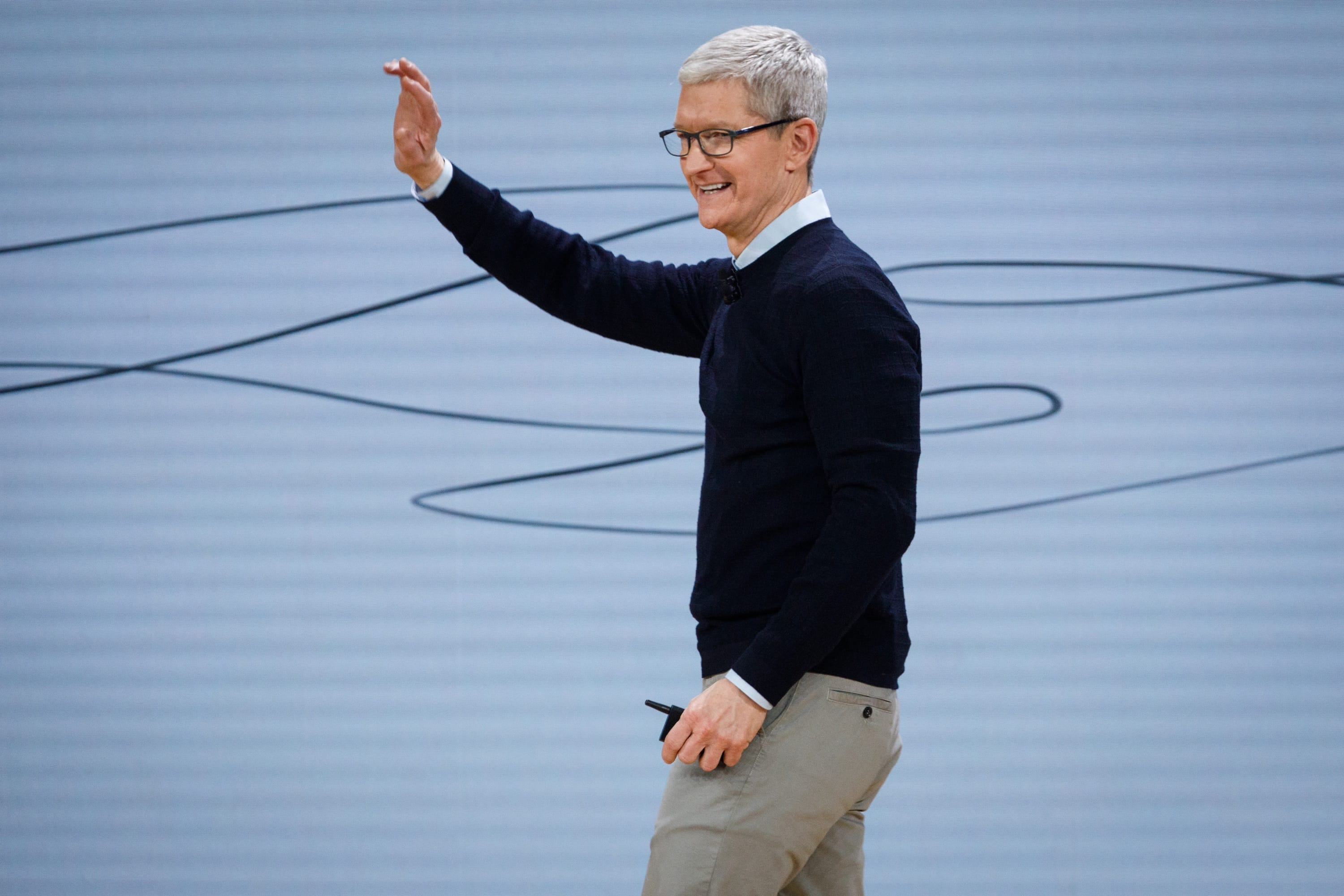 Image of Tim Cook waving.