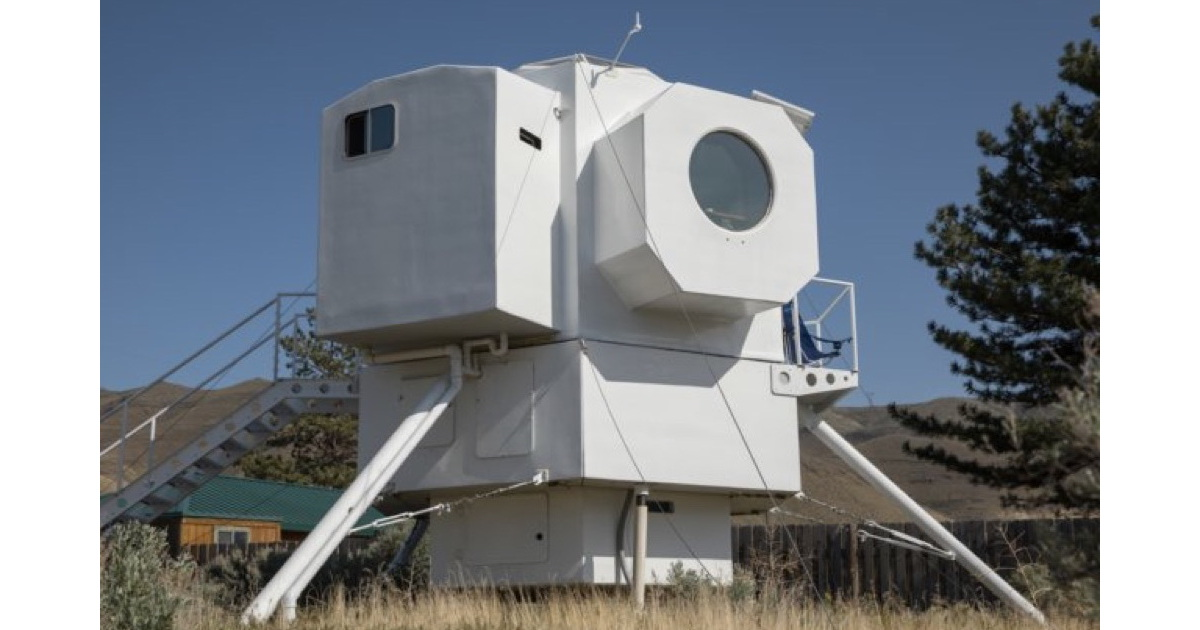 Awesome Tiny House Built in Style of Lunar Lander