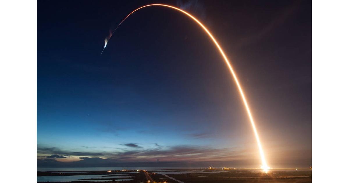 Falcon 9 / Dragon launch, time lapse