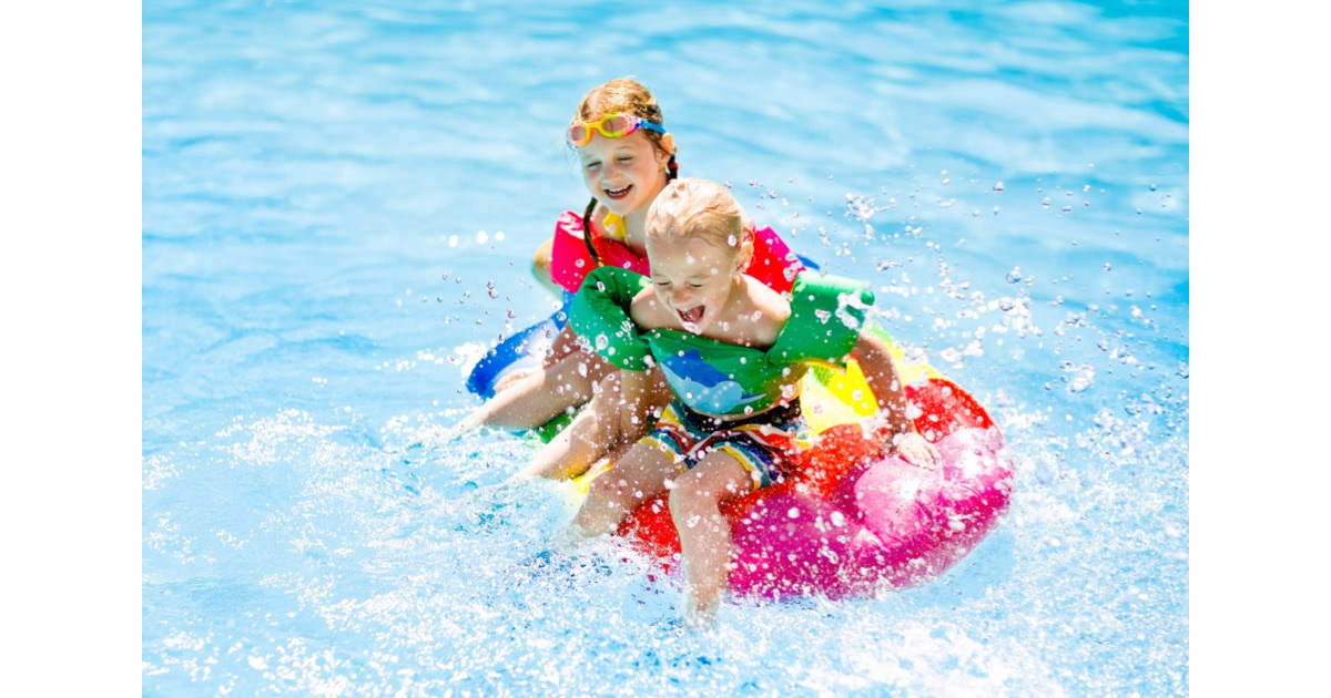 Children may be drowned while parents are lurking in smartphone
