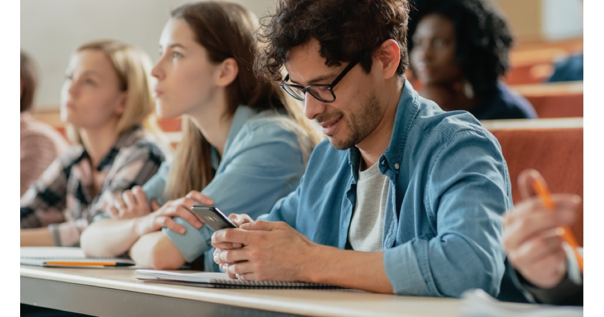 Allowing Smartphones in Class Hurts Student Grades