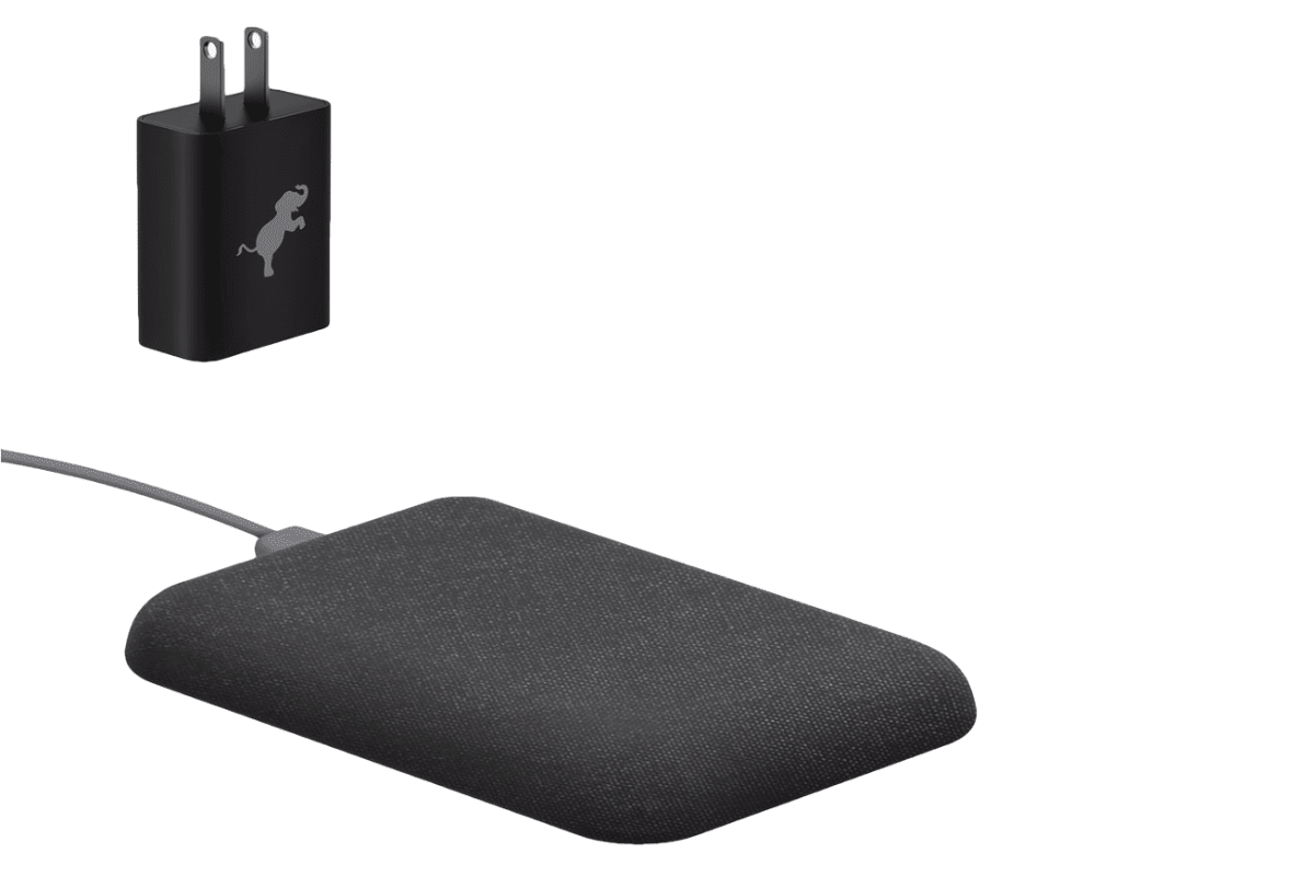 Picture of Nimble Wireless Cradle in our context with iPhone Xs USB C C Accessories.