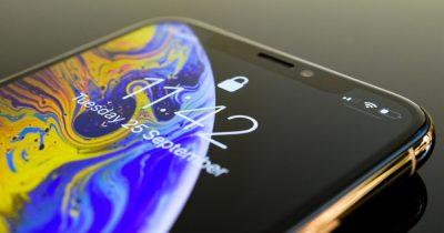 iPhone XS lock screen